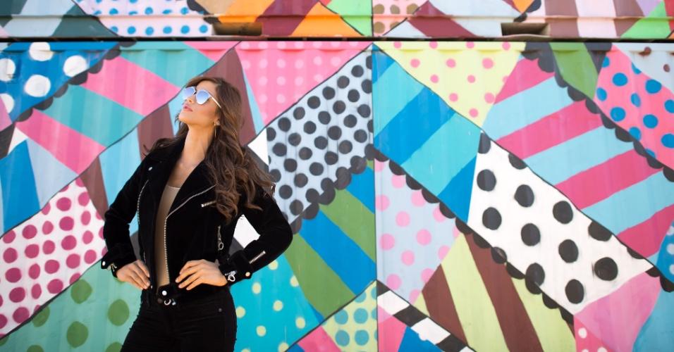 O charme de Mariana Jimenez, Miss Venezuela, se confunde com as cores de um grafite no centro de Las Vegas, no último dia 8 de dezembro, uma terça-feira. A disputa do Miss Universo 2015 ocorre na noite deste domingo (20), em Las Vegas, nos Estados Unidos