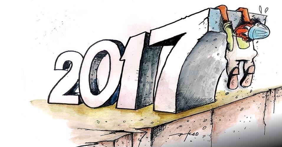 30.dez.2016 - Trabalhador se agarra no ano que chega como pode
