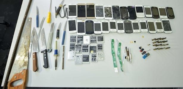 Revista encontrou celulares e outros objetos no Compaj, em Manaus