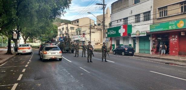 Tropa do Exército é vista em Maruipe, em Vitória, na manhã desta terça-feira