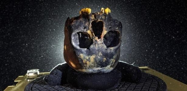 Crânio de Naia, cuja ossada foi encontrada em caverna da península de Yucatán, no México