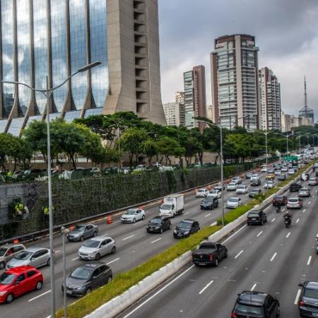 2.mai.2017 - Corredor verde na Avenida 23 de maio - Cris Faga/Fox Press Photo