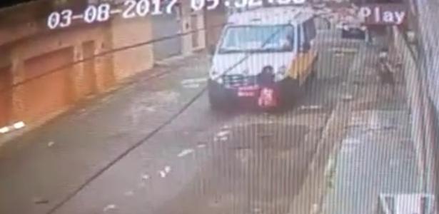 Menina de nove anos morreu atropelada por uma van escolar em São Paulo