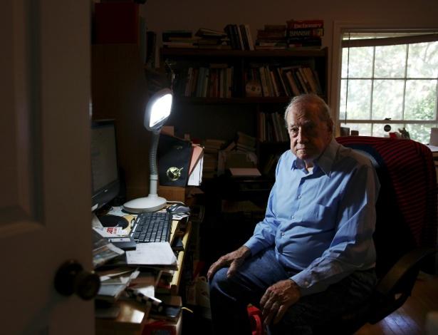 Robert Cox, ex-editor do Jornal Buenos Aires Herald, em sua casa em Charleston