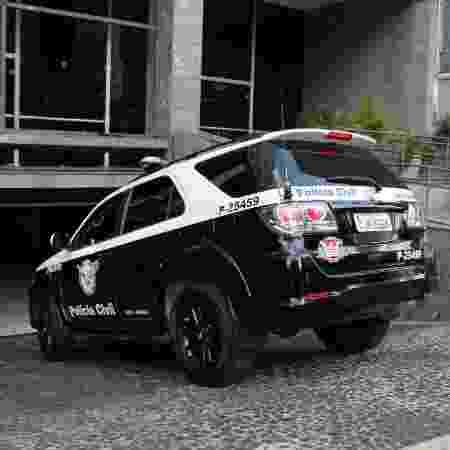15.ul.2013 - Carro do Garra/Deic entra em prédio da Corregedoria da Polícia Civil de SP - Eduardo Ferreira/Futura Press/Folhapress