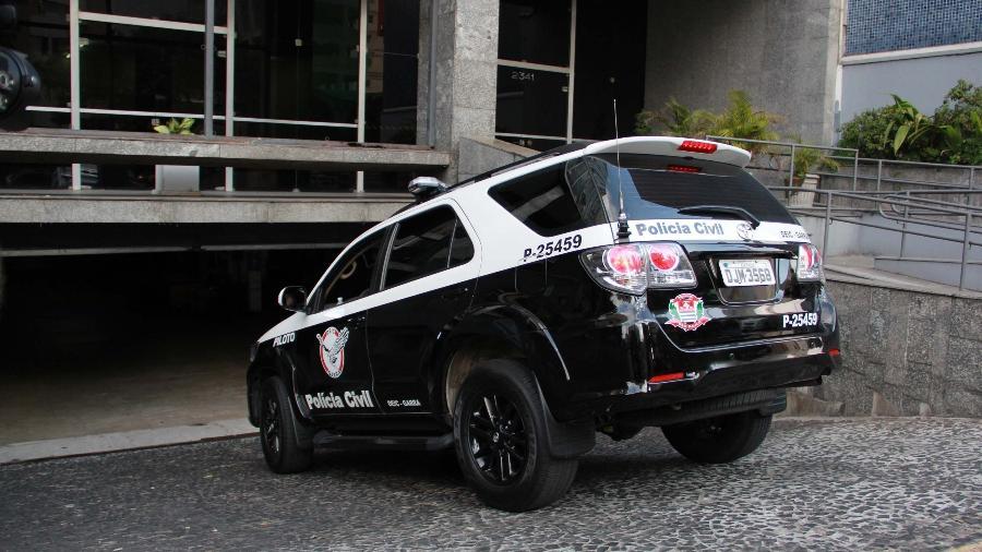 15.jul.2013 - Carro do Garra/Deic, da Polícia Civil entra em prédio da Corregedoria em SP - Eduardo Ferreira/Futura Press/Folhapress