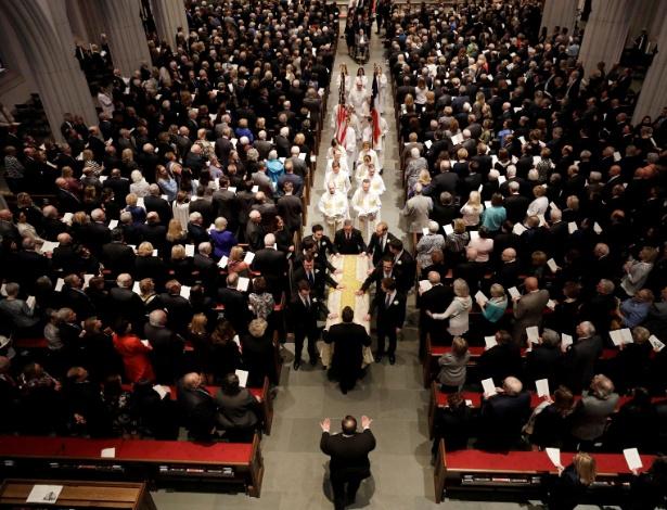 21.abr.2018 - O caixão de Barbara Bush é escoltado para fora da igreja St. Martin, em Houston, Texas - David J. Phillip/Reuters