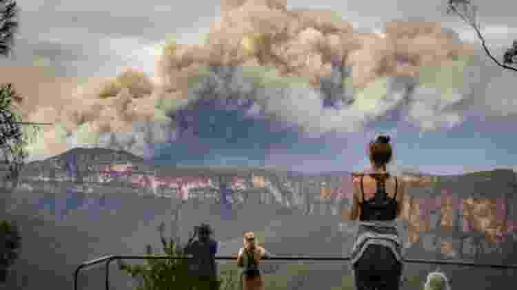 Um grande incêndio nas proximidades de Sydney - Nina Lipscombe