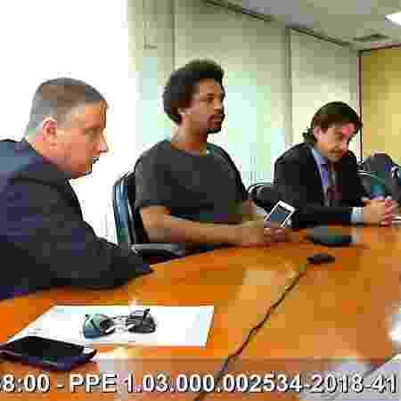 Hans River em depoimento ao MPF em São Paulo, em 2018, ao lado dos advogados Jairo Glikson (esq.) e Fernando Ávila Barbosa Guarda - Reprodução/MPF