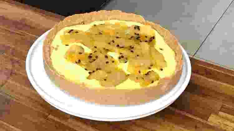 A famigerada torta feita com biscoito de maizena amassado, creme de milho e casca de maracujá cozida - Paulo Sampaio/UOL - Paulo Sampaio/UOL