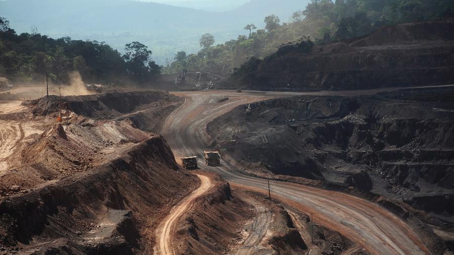 Visão aérea da mina de minério de ferro de Carajás no Pará - Por Marta Nogueira