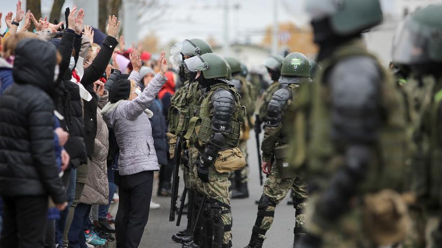 Multidão protesta em Belarus após morte de manifestante preso pela polícia - STRINGER/REUTERS