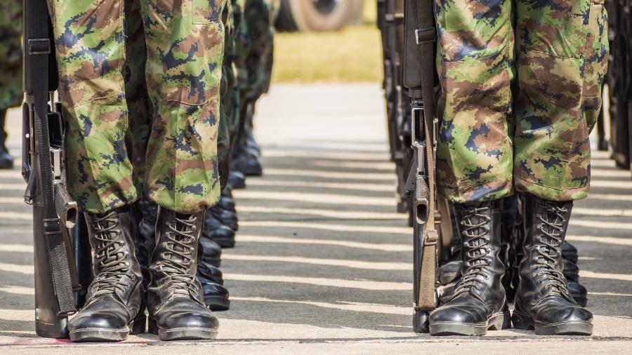 Coturno militar - iStock