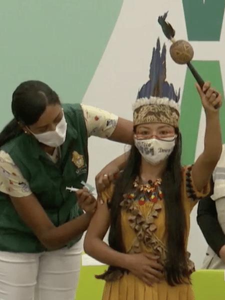 A primeira vacinada no Amazonas foi a técnica de enfermagem Vanda Ortega, em janeiro - Reprodução