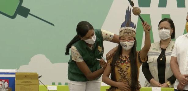 Covid no Amazonas | Primeira vacinada no AM é indígena: 'Não era para eu estar aqui'