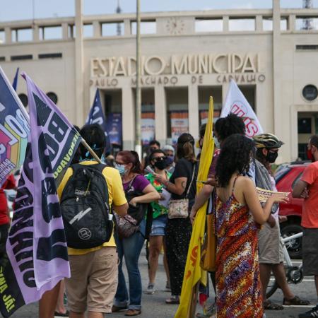 20 fev. 2021 - Concentração de manifestação contra Jair Bolsonaro em frente ao estádio do Pacaembu, em São Paulo - VINICIUS NUNES/ESTADÃO CONTEÚDO
