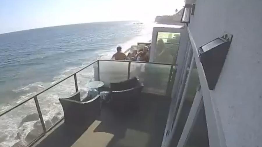 Sacada desaba em Malibu - Reprodução/Twiter