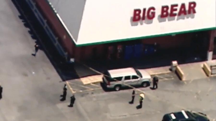Caixa da rede Big Bear foi morta após pedir que cliente colocasse máscara - Reprodução/FOX 5