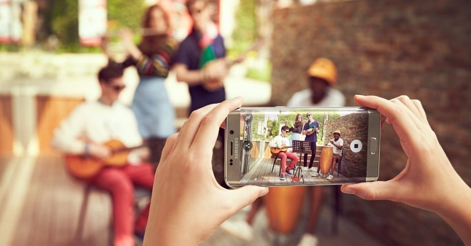 13.ago.2015 - A Samsung preservou no Galaxy S6 Edge+ os 16MP da câmera principal dos aparelhos da linha S6, bem como os 5MP da câmera frontal. A melhora da lente também se manteve