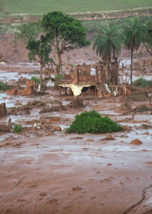 Rompimento da barragem de Fundão destruiu o vilarejo de Bento Rodrigues