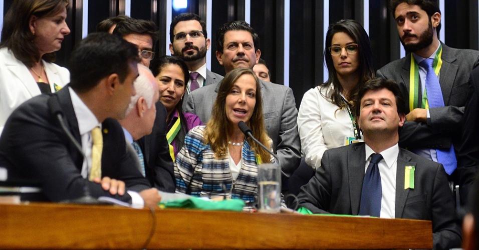 17.abr.2016 - Deputada Mara Gabrilli (PSDB-SP) vota a favor da continuidade do processo de impeachment da presidente Dilma Rousseff na Câmara dos Deputados