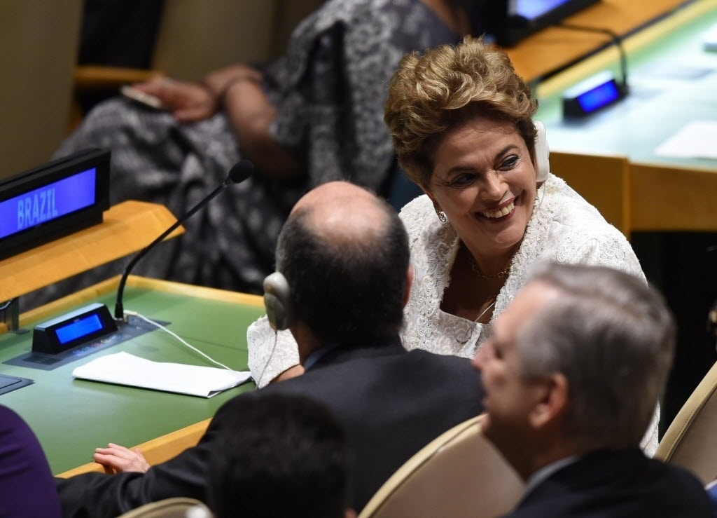 22.abr.2016 - A presidente Dilma Rousseff participa da cerimônia de assinatura de novo acordo do clima na sede da ONU (Organização das Nações Unidas), em Nova York (EUA)