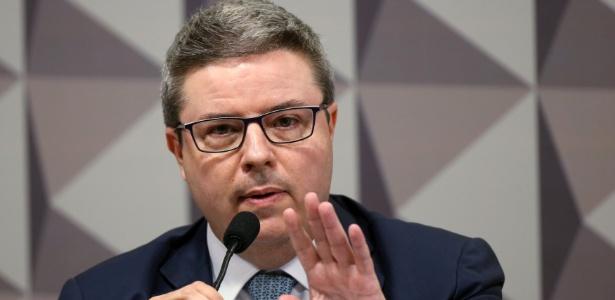 Tucano Antonio Anastasia, relator no Senado, diz ver indícios de que Dilma cometeu crimes ficais