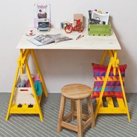 As empresárias Carolina e Aline Schmitz Schmitz, de Santa Catarina, criaram uma loja virtual de decoração, em 2014, para vender móveis feitos com caixotes e madeira de reflorestamento para pequenos espaços. É a Tadah