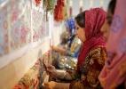 Transbordando vida e juventude, Teerã mescla nostalgia do xá e culto ao aiatolá Khomeini - Ahmad Halabisaz/Xinhua