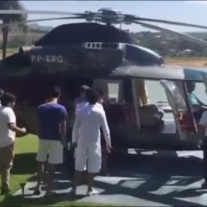 1º.jan.2017 - Pimentel utilizou um helicóptero de propriedade do Estado para buscar o filho após uma festa de Réveillon em Escarpas do Lago