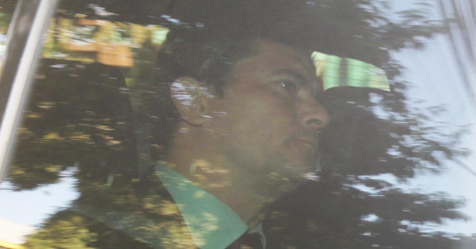 13.set.2017 - O juiz Sergio Moro chegou ao prédio da Justiça Federal de Curitiba no fim da manhã e não falou com a imprensa. Ele vai interrogar o ex-presidente Luiz Inácio Lula da Silva (PT) em um processo em que o petista é reu por suspeita de envolvimento em um esquema de corrupção envolvendo oito contratos, firmados de 2004 a 2012, entre a empreiteira Odebrecht e a Petrobras