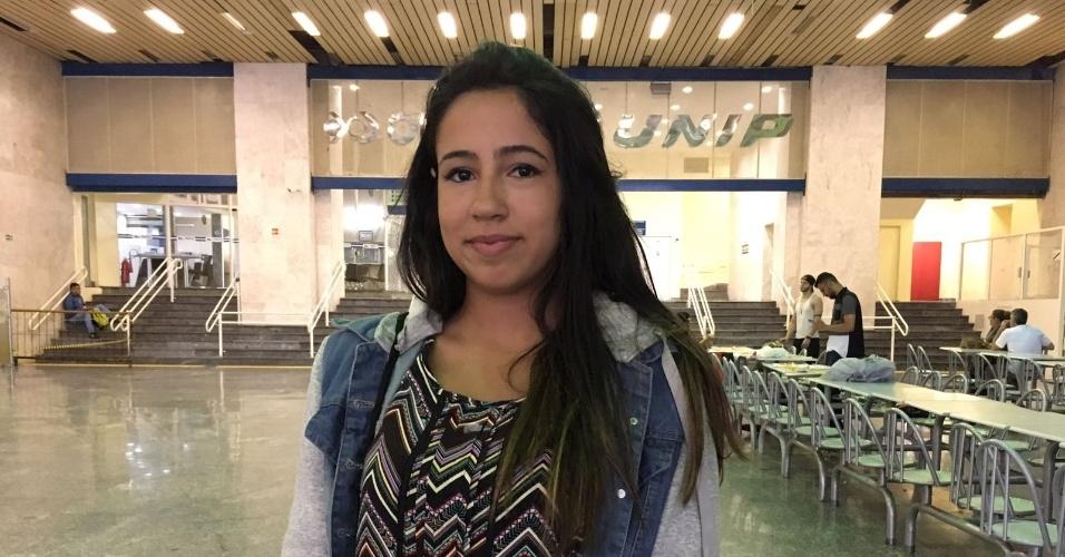 5.nov.2017 - A aluna Yasmin Aleixo de Campos Lopes, que fez as primeiras provas do Enem 2017 na região da avenida Paulista, em São Paulo