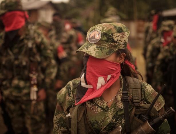Integrante da Frente Ernesto Che Guevara, do grupo guerrilheiro ELN, em foto de dezembro de 2017