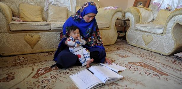 Jahantab Ahmadi tem 25 anos e é mãe de três crianças