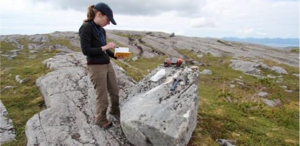 Cientistas foram a lugares remotos, como a ilha Suemez, no Alasca, para estudar formações rochosas