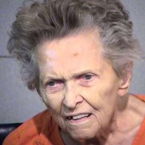 Americana de 92 anos atirou e matou seu filho, de 72, para evitar ser mandada para asilo - Maricopa County Sheriff?s Office