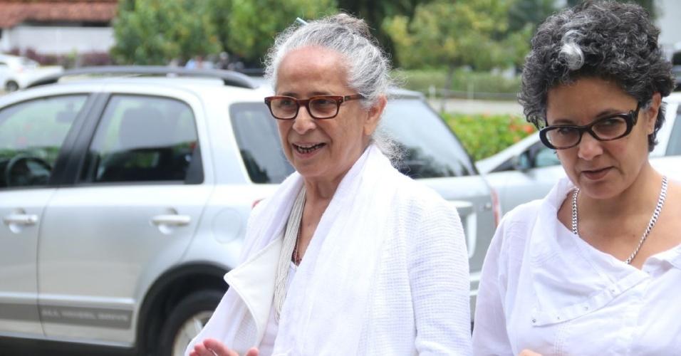 Maria Bethânia vota neste domingo (7) de eleições