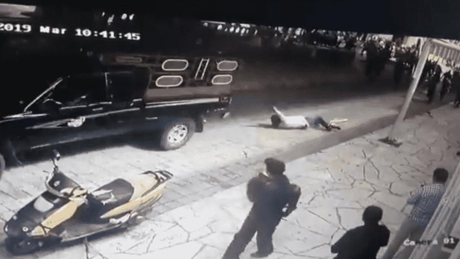 Prefeito é sequestrado e amarrado em uma caminhonete no México - Reprodução/Twitter