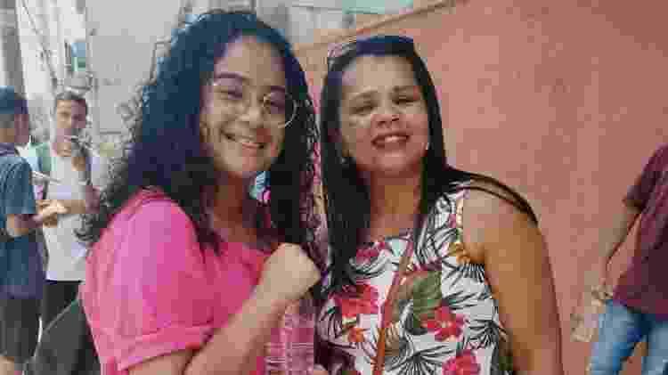 3.nov.2019 - Evelyn é incentivada por sua mãe Luciene minutos antes da prova  - Cleber Souza/UOL - Cleber Souza/UOL