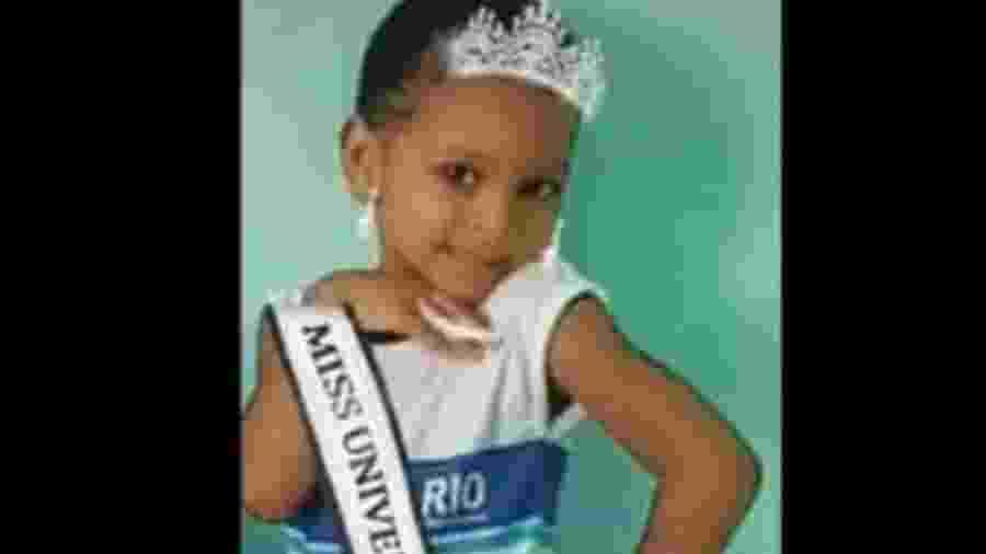 Ketellen Umbelino de Oliveira Gomes, de 5 anos, morreu após ser baleada em uma troca de tiros. A Delegacia de Homicídios da Capital (DHC) está investigando as circunstâncias da morte, depois de tiros partirem de um carro que passava pela Praça da Cohab, em Realengo. - Reprodução/Rede Social