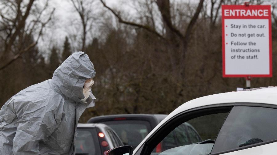 Pandemia ocupa apenas o 17º lugar na pesquisa, realizada com cerca de 2,4 mil pessoas - Thomas Kienzle/AFP