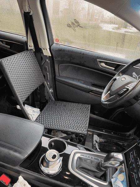 Polícia encontrou cadeira dobrável no assento do motorista - Reprodução/Twitter/@HRPSBurl