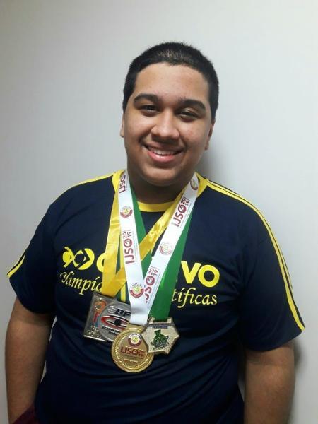Caio Augusto Siqueira da Silva, 17, está na 3ª série do ensino médio e quer estudar ciências da computação - Arquivo pessoal
