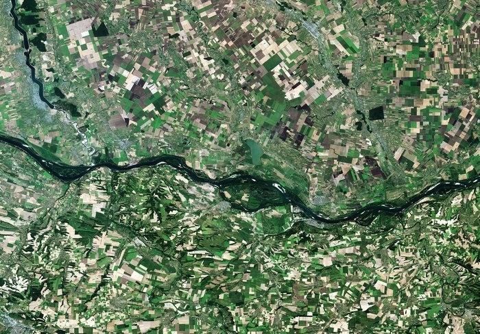 7.ago.2015 - Imagem feita pelo satélite Sentinel-2A da ESA (Agência Espacial Europeia) mostra rio Danúbio na fronteira da Romênia com a Bulgária