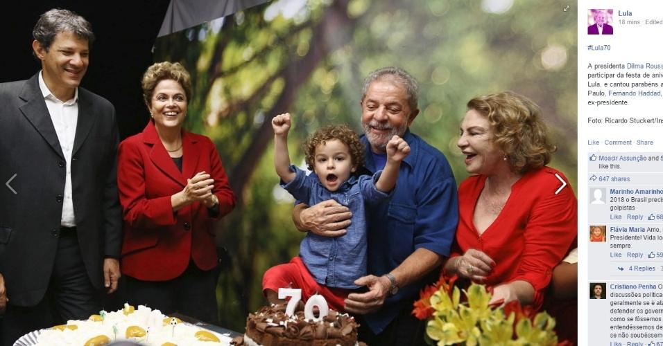 27.out.2015 - O ex-presidente Luiz Inácio Lula da Silva (PT-SP) publicou em seu perfil no Facebook uma foto comemorando seu aniversário de 70 anos ao lado da presidente Dilma Rousseff (PT-RS), do prefeito de São Paulo, Fernando Haddad (PT-SP), da mulher Marisa Letícia e do neto nesta terça-feira, em São Paulo
