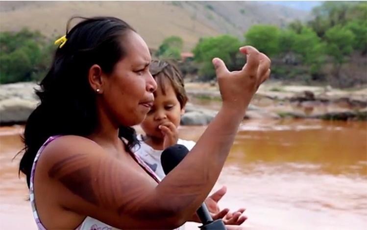 Tatiana Krenak, 34, que protestou contra a Vale após a tragédia no rio Doce, de que depende sua tribo krenak