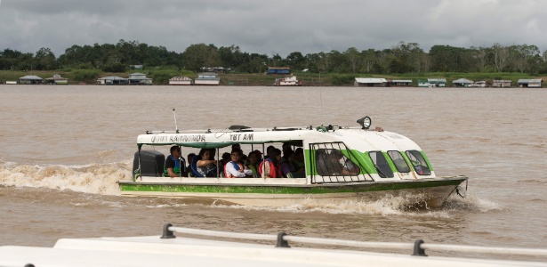 Barcos regulares que fazem a rota entre Tabatinga e Benjamin Constant (AM) não exigem nenhuma documentação dos passageiros - Cacalos Garrastazu/Eder Content