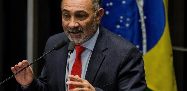 """O senador Telmário Mota (PDT-RR) foi o um dos três a declarar voto """"não"""" ao processo de impeachment contra Dilma"""