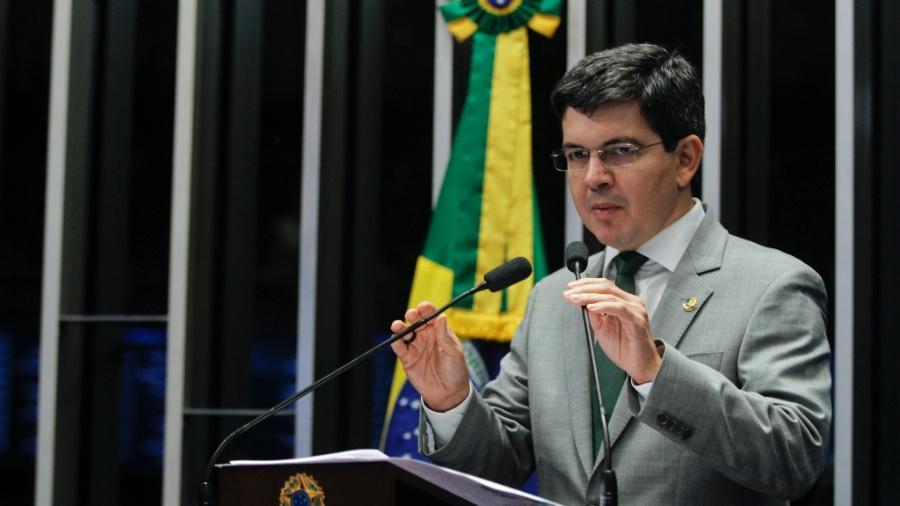 Além da investigação sobre a falha no sistema de prestação de contas do governo, Randolfe Rodrigues (Rede) também solicitou que se dê seguimento à apuração sobre a licitude das compras de alimentos pelo Executivo - Beto Barata/Agência Senado