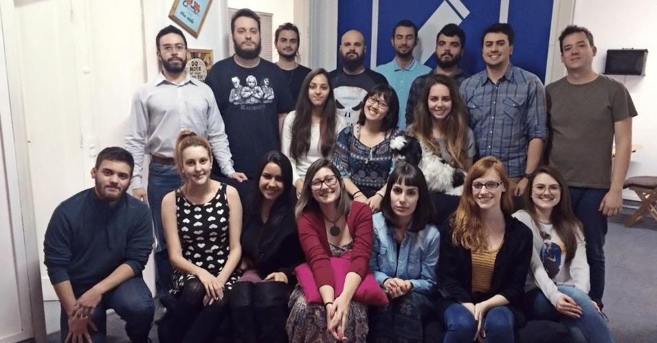 Equipe de funcionários da  Audiotext, empresa de transcrição de áudio e vídeo de Curitiba (PR). A maioria é formada em letras e comunicação